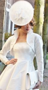 korte wijde jurk met hoed