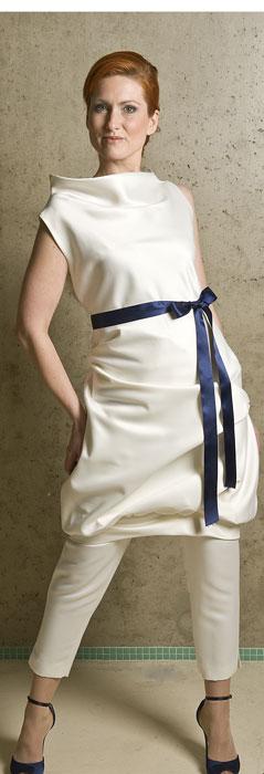 bruidsbroekpak wit met gekleurd lint