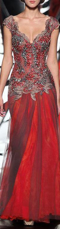 trouwjurk oudere bruid in rood