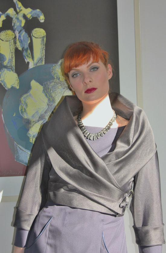 Bruidsmoedermode. Cachecoeur-donkerblauw met mouwen vanaf € 295