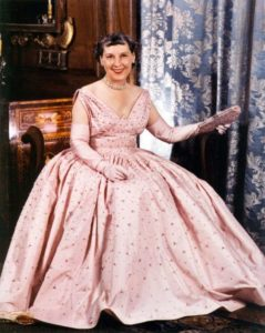 Mamie Eisenhower in rose jurk